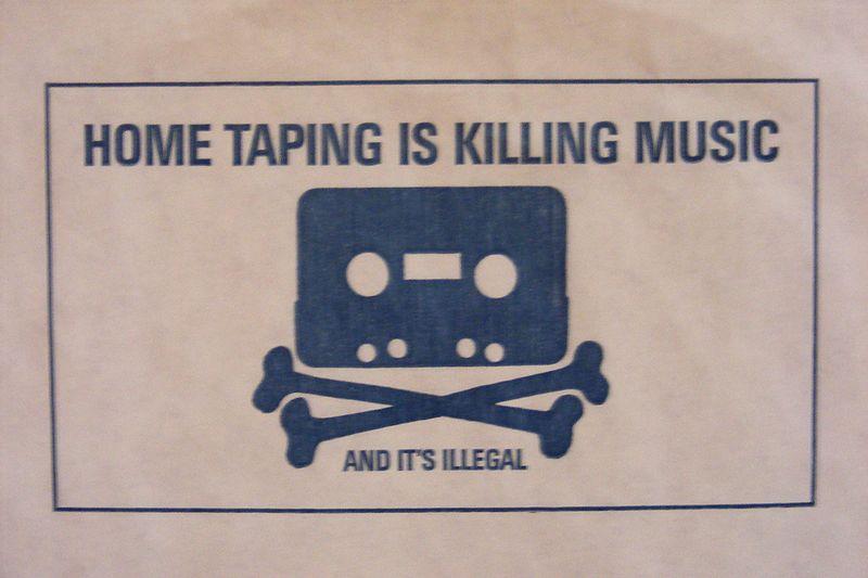 Notiz auf der Innenhülle einer UK-Schallplatte 1983 (via Wiki Commons)